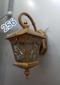 Tường chùa vàng 256
